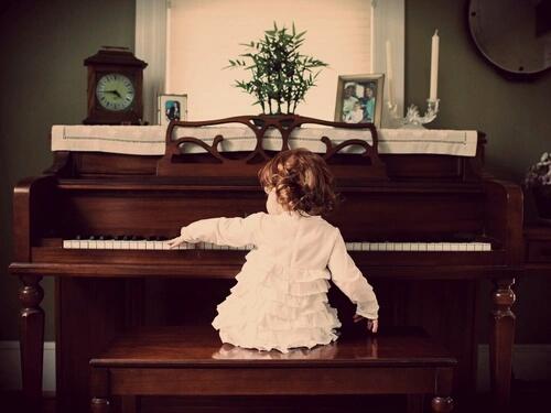 piano-girl2