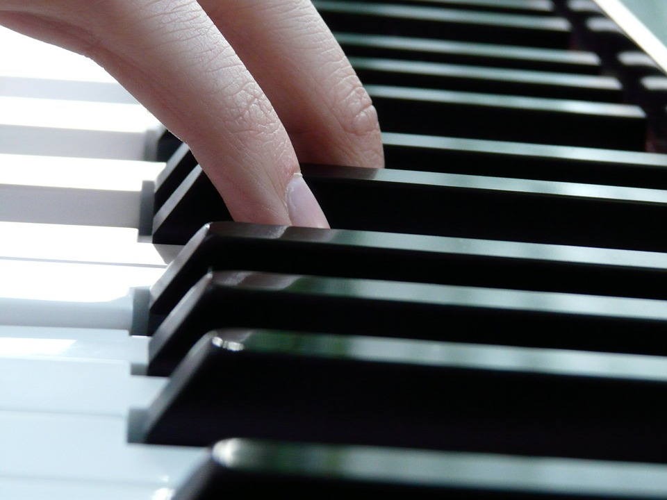 play-piano-finger